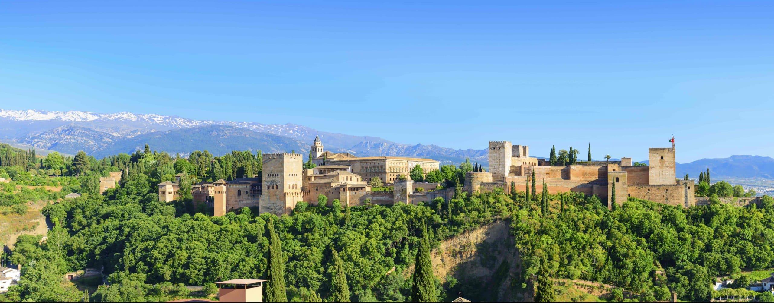 Alhambra paladset i Granada i Spanien