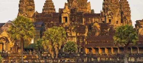 Angkor Wat ligger tæt på byen Siem Reap, Cambodjas næststørste by