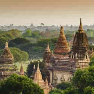 Snyd ikke dig selv for en Solopgang over tempelområdet i Bagan, når du rejser til Burma.