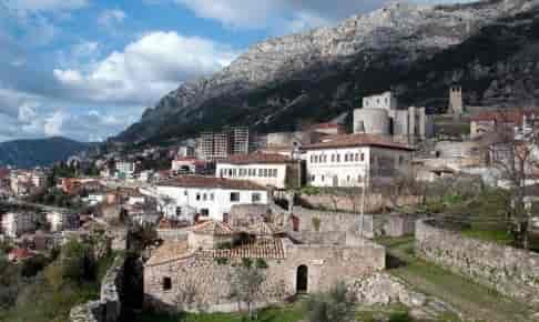 Besøg byen Berat på rejser til Albanien