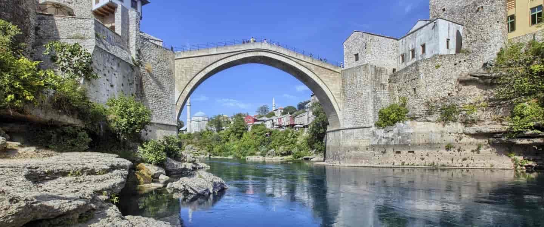 Den ikoniske bro i Mostar, noget alle der rejser til Bosnien-Hercegovina bør se.