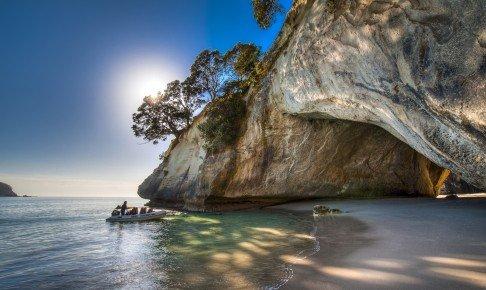 Snyd ikke dig selv for at billede ved Cathedral Cove på din rejse til New Zealand