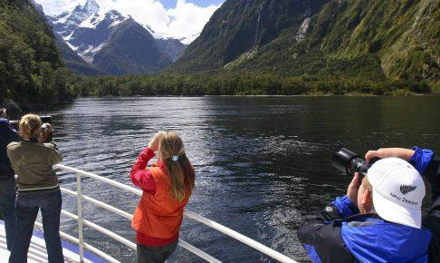 Snyd ikke dig selv for en sejltur i de fantastiske omgivelser ved Milford Sound
