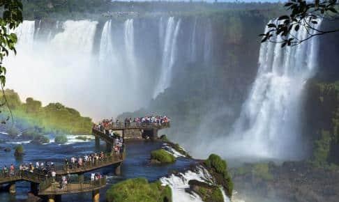 Gangbro ud over Iguazú vandfaldene - Risskov Rejser