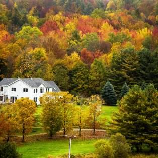 Efterårsfarver i New Englands landskab