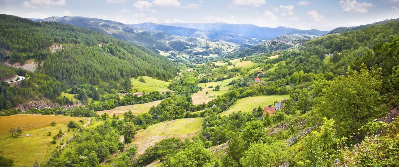 Idylisk landskab over Mokragora klipperne - Risskov Rejser