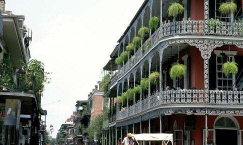 De karakteristiske smedejernsbalkoner i New Orleans - Risskov Rejser