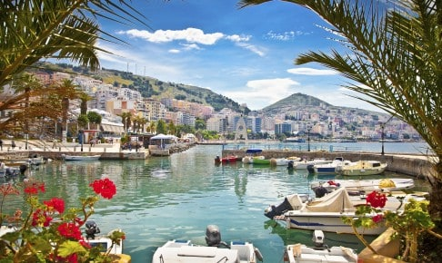 Havnebyen Saranda ud til det Ioniske hav i Albanien