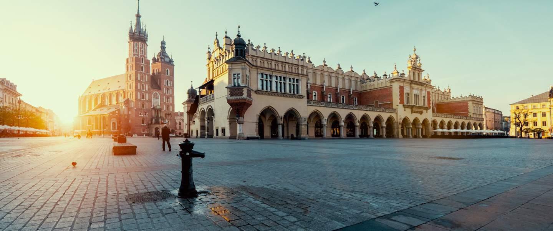 Solopgang ved Rynek Glowny-torvet i Krakow - Risskov Rejser