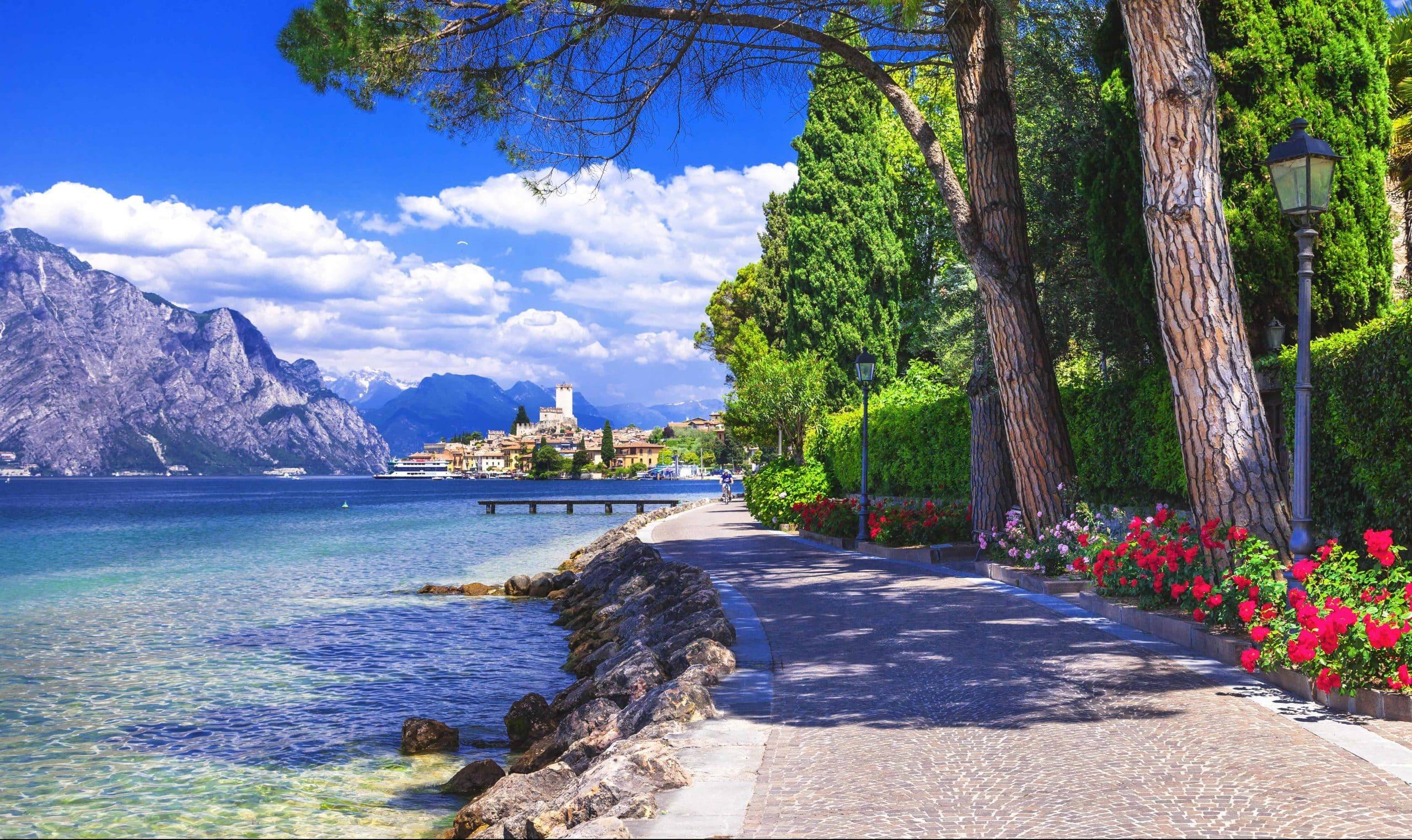 Oplev Gardasøen på en rundrejse med dansk rejseleder til Italien