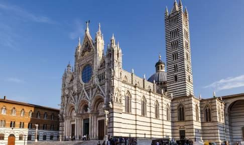 På rundrejsen i Toscana er der mulighed for at opleve Dormkirken i Siena