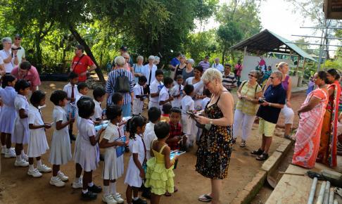 Besøg på skole i Habarana