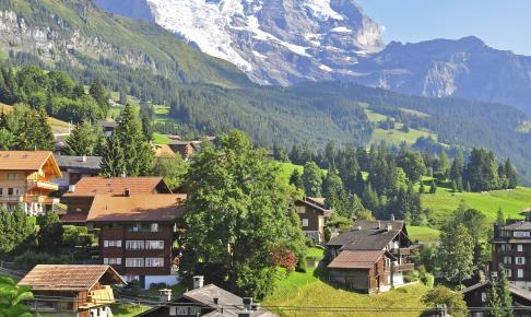 Smukke landsbyer beliggende i bjergene i Schweiz - Risskov Rejser