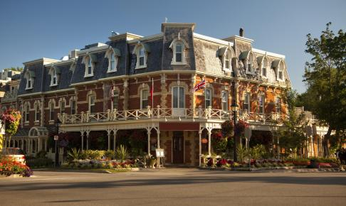 Gammelt hotel i Niagara-on-the-Lake