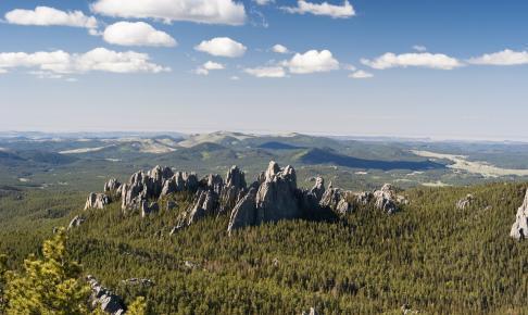 Black Hills, der tårner op i det omgivende landskab