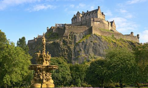 Udsigt fra Princes Street til Edinburgh Castle - Risskov Rejser
