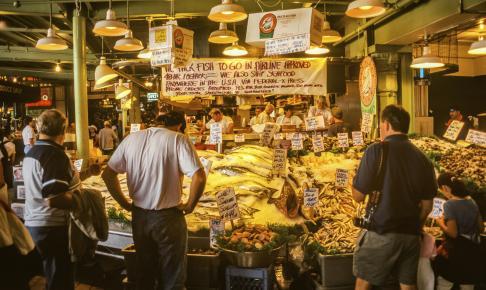 Det berømte seafood-marked i Seattle - Risskov Rejser
