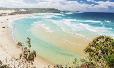 Smuk sandstrand på Fraser Island - Risskov Rejser