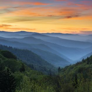 Smuk solopgang over Great Smoky Mountains