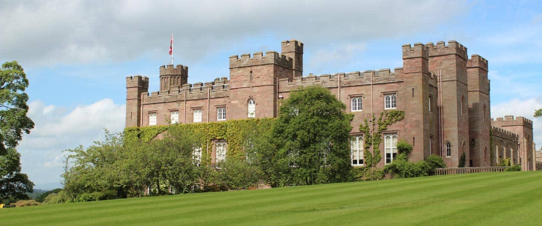 Oplev Scone Palace på vores rundrejse med dansk rejseleder til Skotland