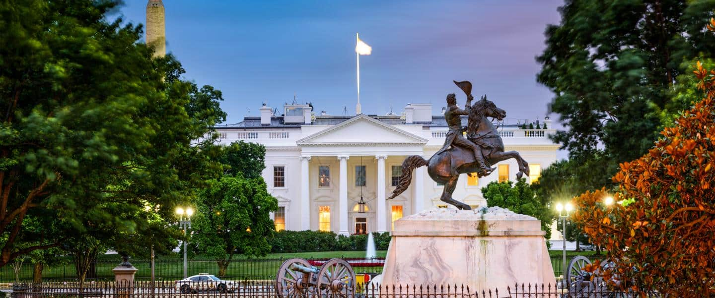The White House med General Jackson-statuen foran