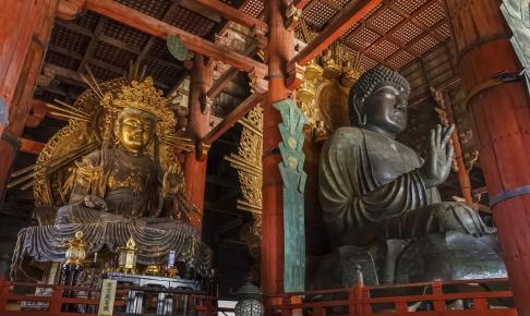 Indvendig i den store Todaiji-tempel - Risskov Rejser