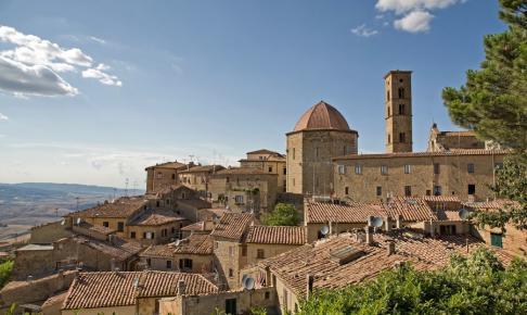 Rundrejsen i Toscana går middelalderbyen Volterra