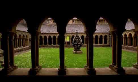 På rundrejsen til Skotland kommer du til Iona med det kendte kloster