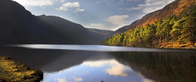 Romantisk stemning ved Glendalough-søen i Wicklow-bjergene - Risskov Rejser
