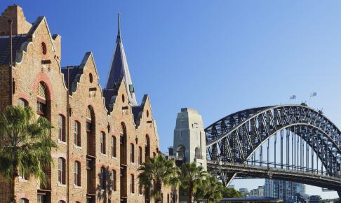 Sydneys ældste bydel The Rocks med Harbour Bridge i baggrunden - Risskov Rejser