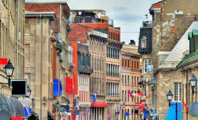 Old Montreal med historiske bygninger - Risskov Rejser