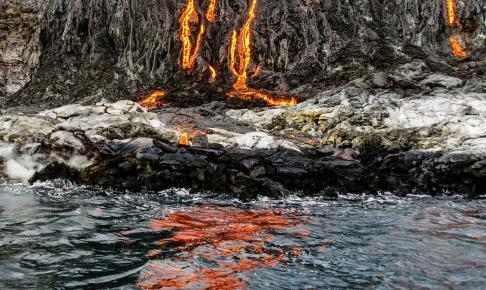 Lava reflektioner i vandet, Hawaii - Risskov Rejser