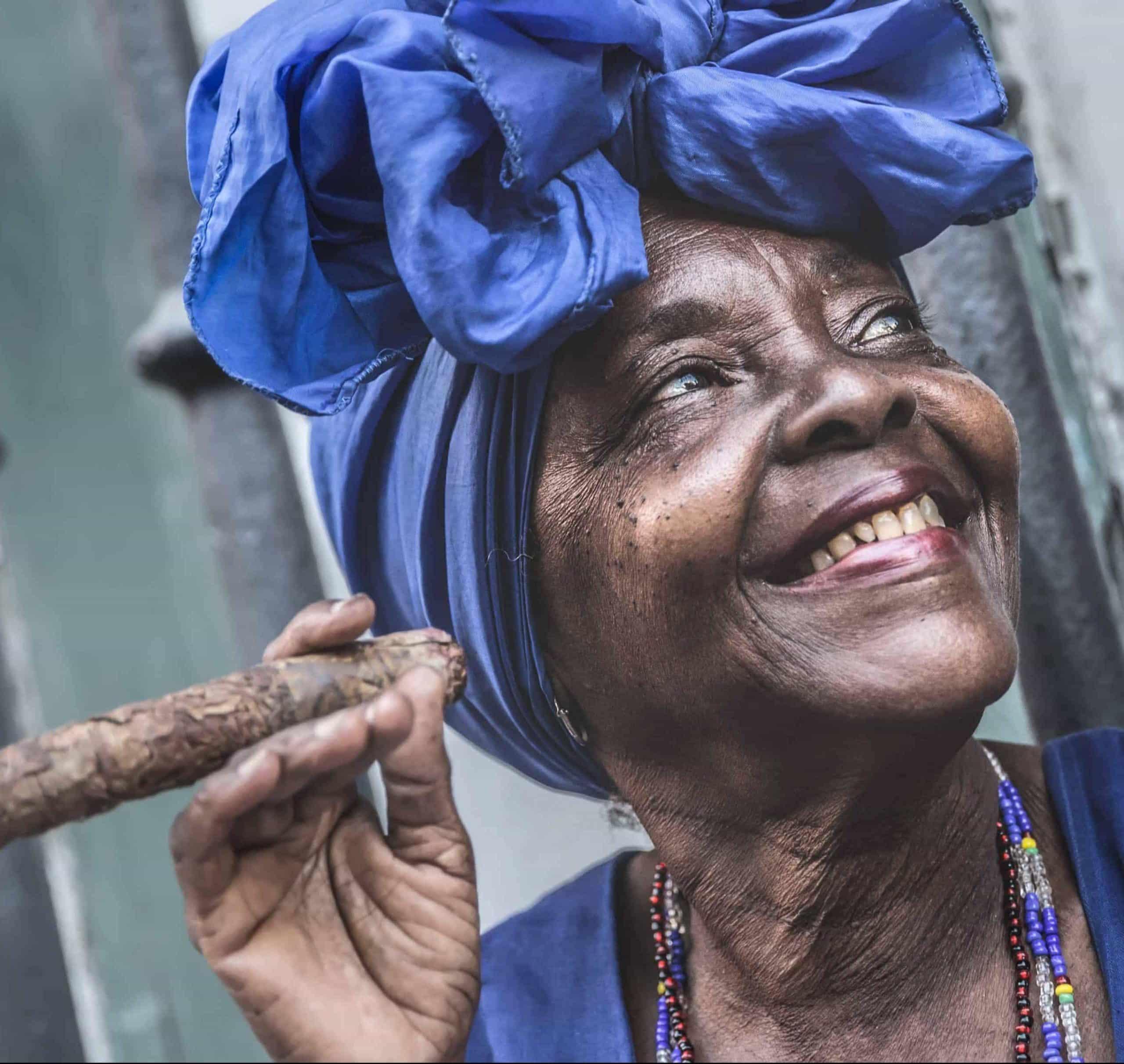 Portræt af afrikansk kvinde fra Cuba - Risskov Rejser
