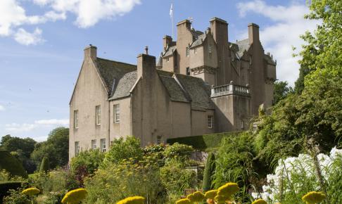 Rundrejsen til Skotland er inkl . besøg på Crathes Castle