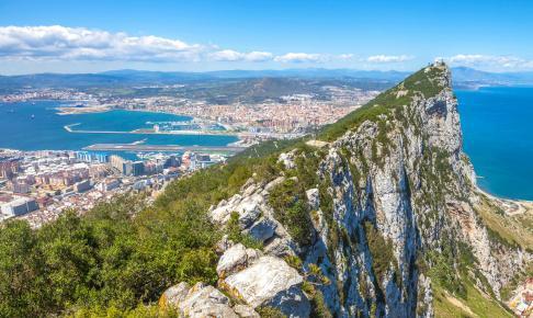 Toppen af Gibraltar-klippen med byen i baggrunden - Risskov Rejser