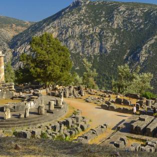 Udsigt over ruinerne ved Delfi Bjergene - Risskov Rejser