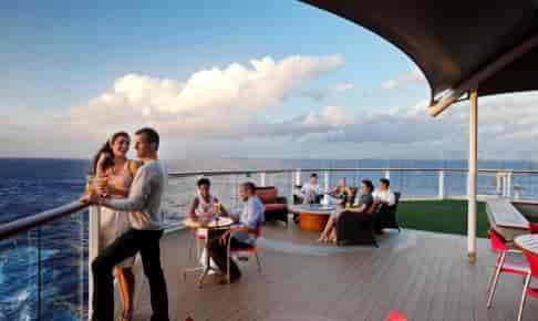 Udsigt til solnedgang på krydstogtskibet