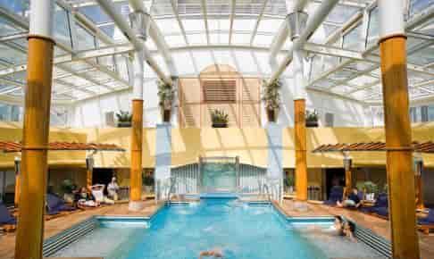Overdækket swimmingpool på krydstogtskibet Celebrity Millennium