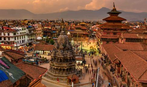 Solnedgang over Patan Durbar Square i Nepal - Risskov Rejser