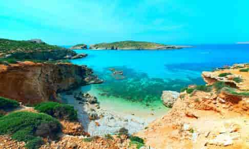 Den blå lagune på øen Comino