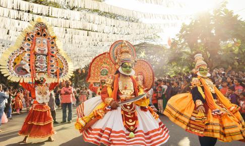 Kathakali-opvisning, som er en traditionel indisk dans og fortælling - Risskov Rejser