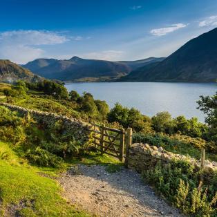 Den maleriske sø Crummock Water i Lake District - Risskov Rejser