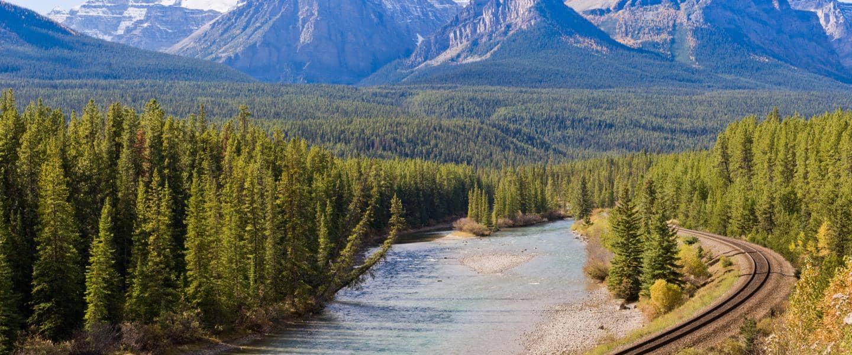 Rocky Mountains, River and Train Tracks - Risskov Rejser