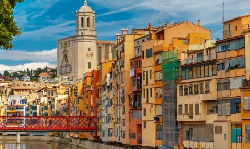 Farverige huse i Girona - Risskov Rejser