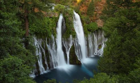 McArthur-Burney Memorial State Parks berømte 40 m høje vandfald - Risskov Rejser