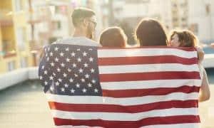 Amerikansk flag med glade mennesker - Risskov Rejser