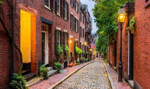 Hyggelig gade i historiske Boston – motorhomeferie i New England