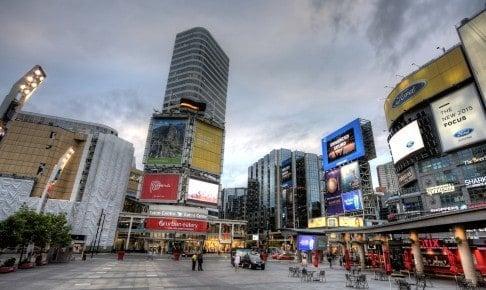 Dundas Square Yonge Street Toronto - Risskov Rejser