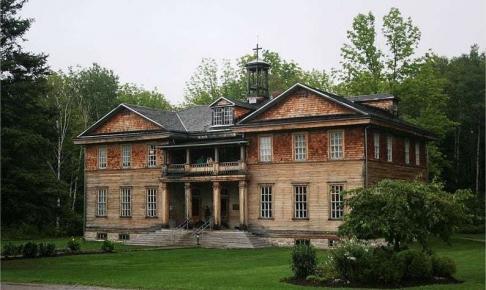 Bygning i spøgelsesbyen Val-Jalbert - Risskov Rejser