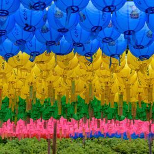 Farvestrålende lanterner ved Bulguksa-templet - Risskov Rejser